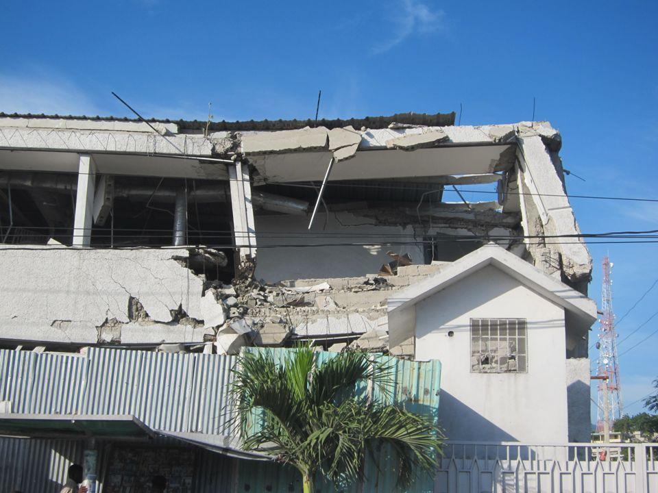Tres hermanas de la Congregación de Soeurs de Notre Dame de lImmaculée Conception de Castres se han instalado en Puerto Príncipe en Agosto 2011.
