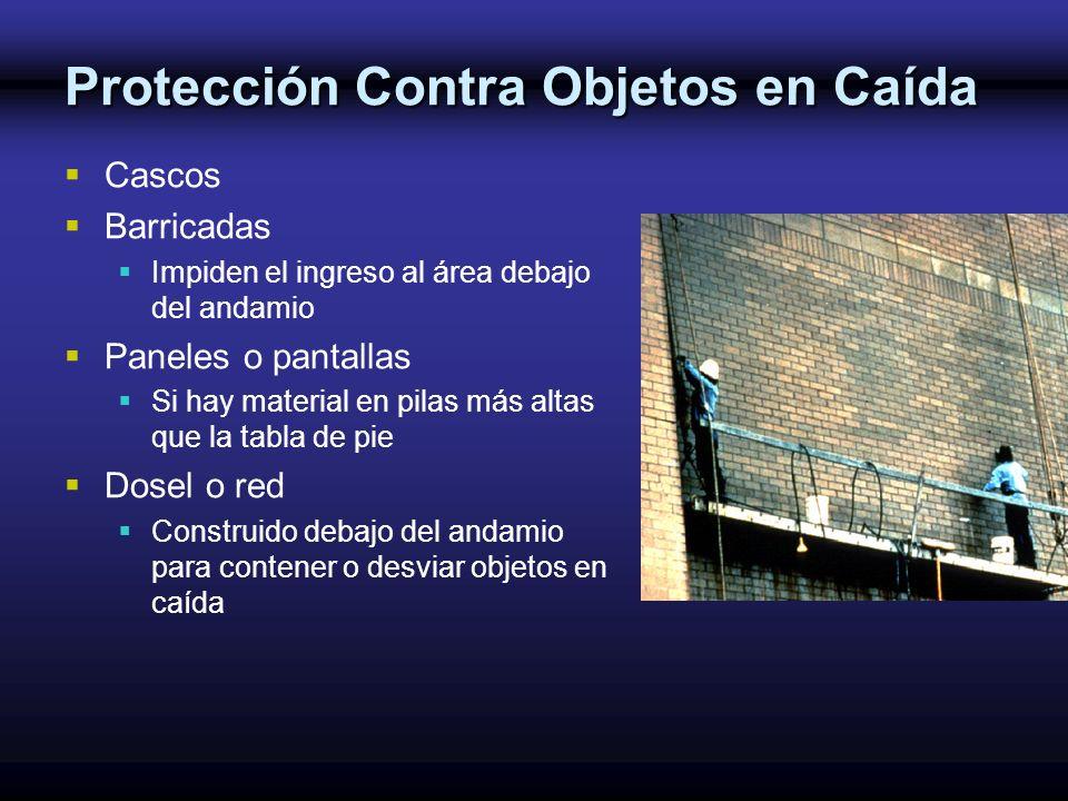 Protección Contra Objetos en Caída Cascos Barricadas Impiden el ingreso al área debajo del andamio Paneles o pantallas Si hay material en pilas más al