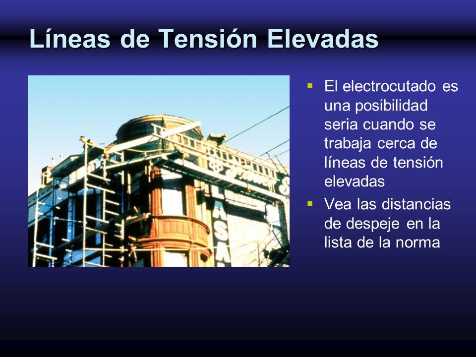 Líneas de Tensión Elevadas El electrocutado es una posibilidad seria cuando se trabaja cerca de líneas de tensión elevadas Vea las distancias de despe