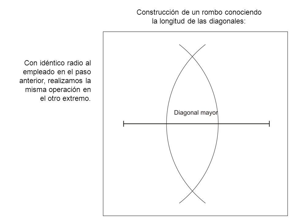 Construcción de un rombo conociendo la longitud de las diagonales: Los puntos de intersección de los arcos determinan la recta que es mediatriz del segmento.