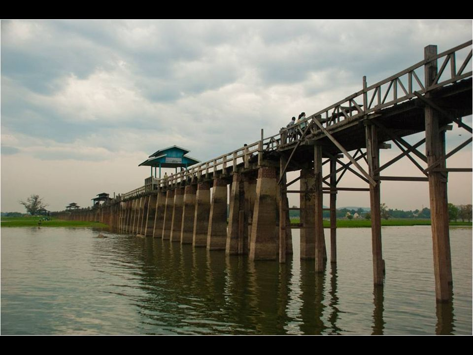Cerca de Amarapura, en Myanmar, se despliega el puente U Bein, el puente de Teka más extenso del mundo, en pie sobre pilares desde el año 1849. En tot