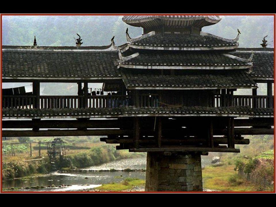 Es uno de los puentes más importantes en Japón.