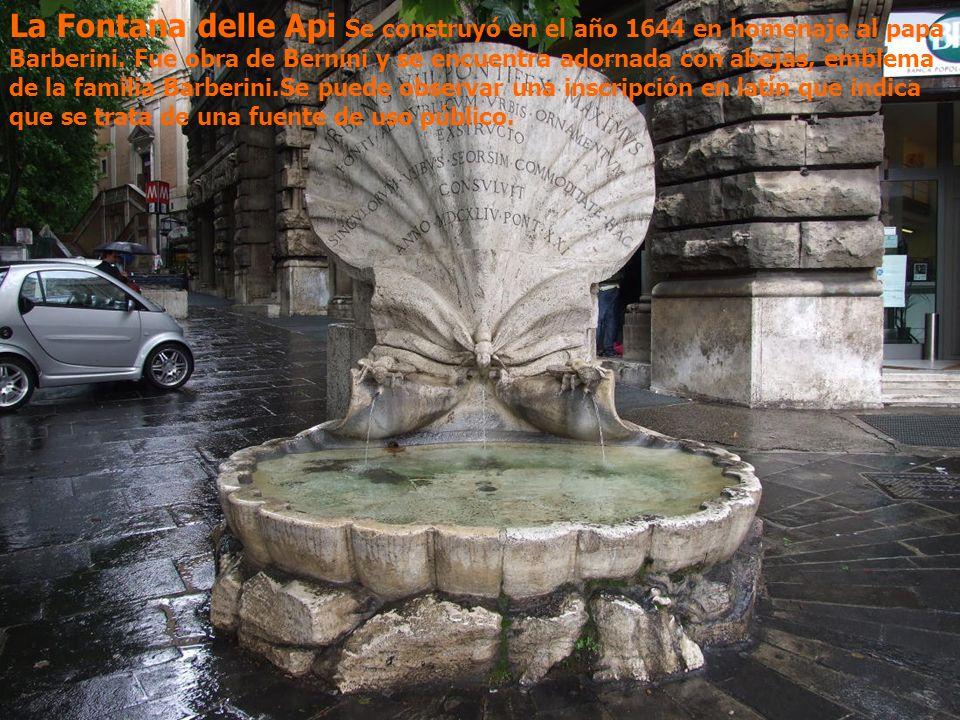 La Fontana delle Api Se construyó en el año 1644 en homenaje al papa Barberini. Fue obra de Bernini y se encuentra adornada con abejas, emblema de la