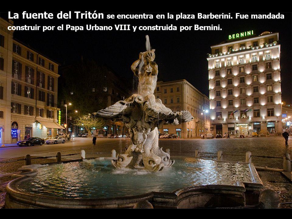 La fuente del Tritón se encuentra en la plaza Barberini. Fue mandada construir por el Papa Urbano VIII y construida por Bernini.