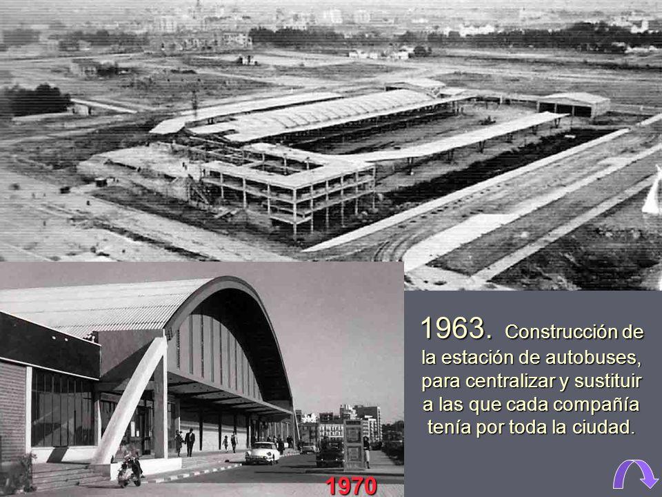 1961. Las antiguas escuelas Profesionales de San José, regentadas por la Compañía de Jesús, situadas donde hoy está Nuevo Centro. Actualmente se encue