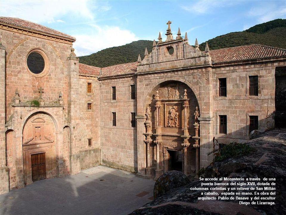 En el fondo del valle se levanta este monasterio, del cual se dice que se construyó en el lugar exacto donde los bueyes que transportaban las reliquia