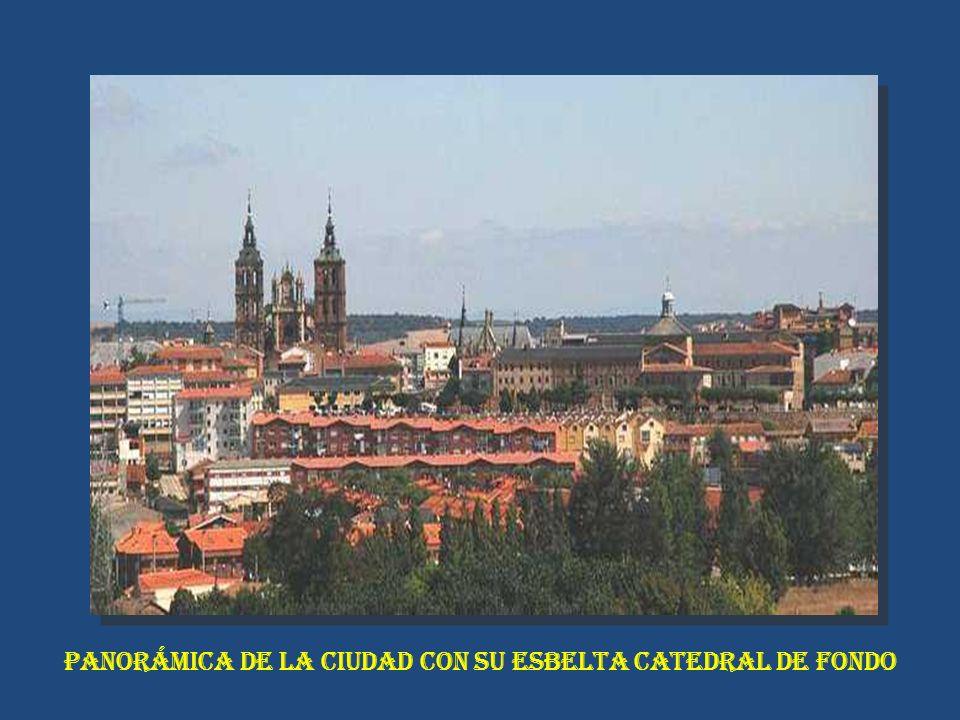 PANORÁMICA DE LA CIUDAD CON SU ESBELTA CATEDRAL DE FONDO