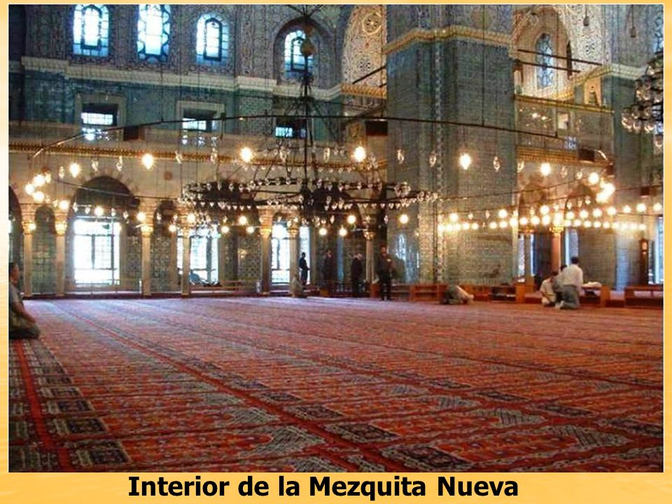 Yene Cami o Mezquita Nueva Situada al sur del Puente de Galata y al lado del Bazar de las Especias, la Mezquita Nueva es una de las más prominentes de Estambul.