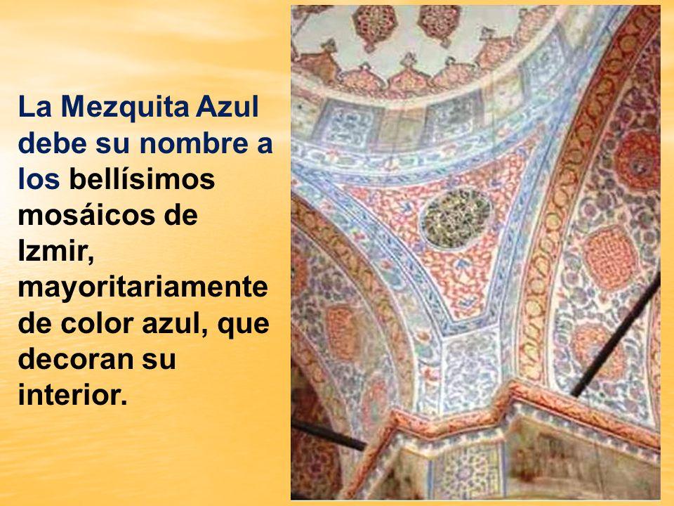 Su magnífico exterior no le hace sombra a su suntuoso interior, en el que una verdadera sinfonía de bellísimos mosáicos azules de Izmir, dan a este es