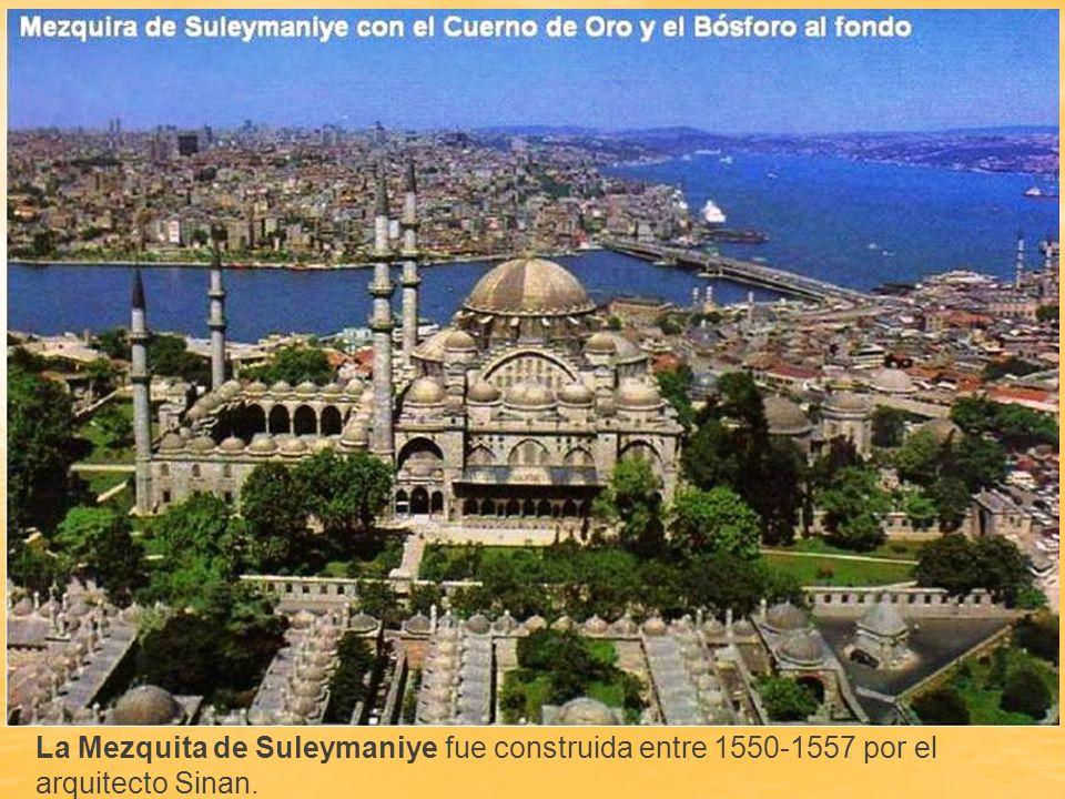Azulejos de Iznik, en el interior de la mezquita de Rüstem Pasha, situada en el barrio de Eminonu.