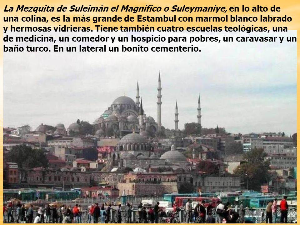La Mezquita de Suleymaniye fue construida entre 1550-1557 por el arquitecto Sinan.