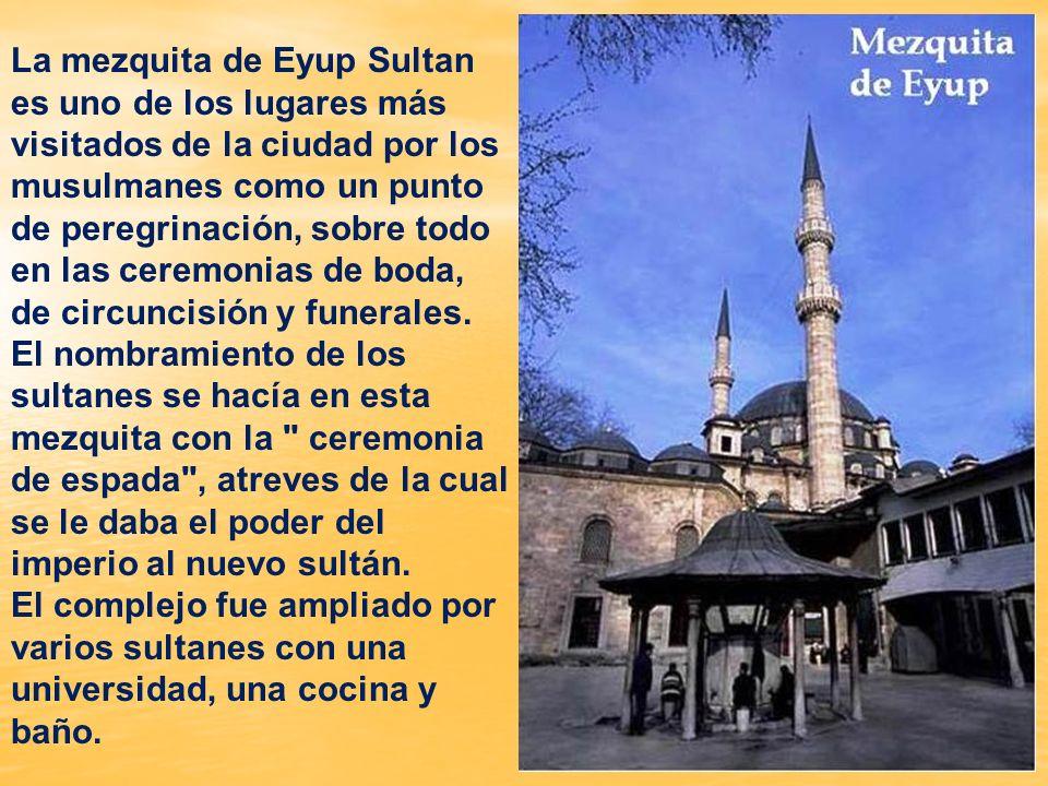 El nombre de la mezquita viene de un santo (Eyup El Ensari) que fue martirizado durante el asedio de Estambul por los Omeyas en 668.