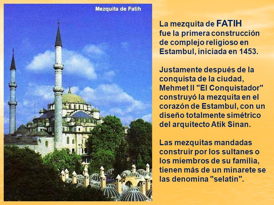 La mezquita de Eyup Sultan es uno de los lugares más visitados de la ciudad por los musulmanes como un punto de peregrinación, sobre todo en las cerem