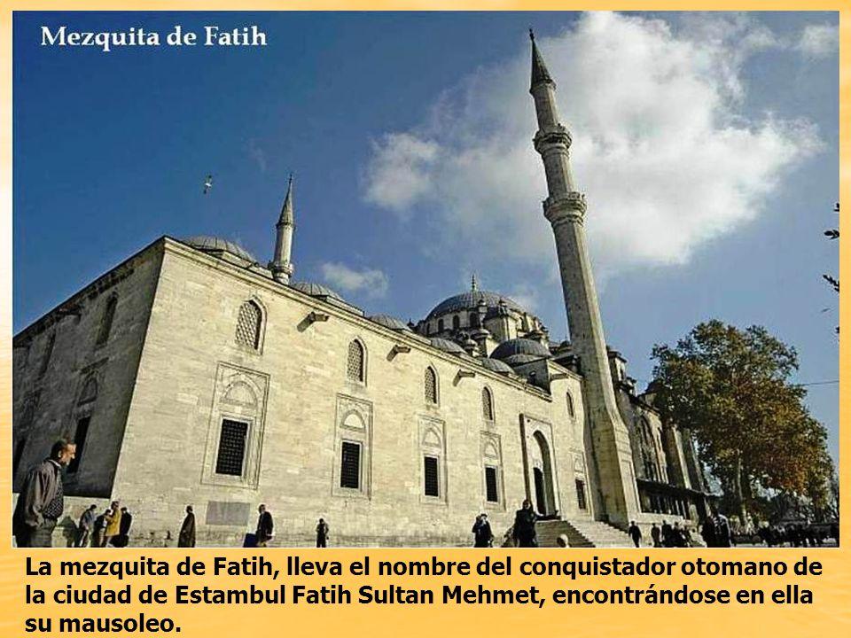 La mezquita de FATIH fue la primera construcción de complejo religioso en Estambul, iniciada en 1453.