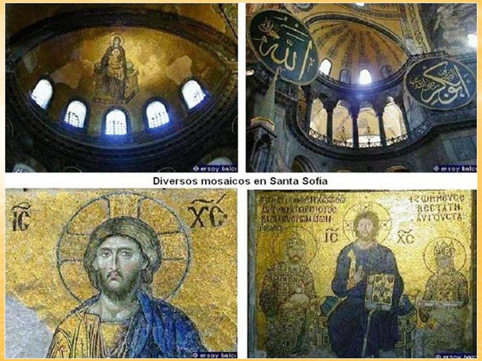 No existían precedentes de una cúpula de 30m. Que cubriera un espacio vacío apoyada en muros sólidos. Santa Sofía es a la vez centralizada y abovedada