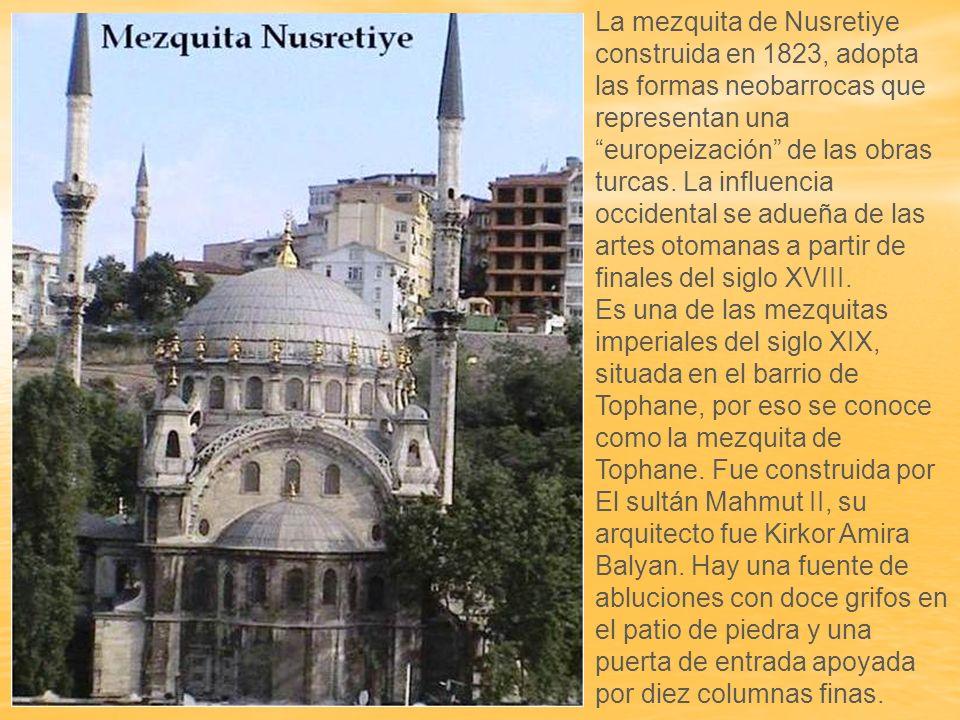 La madre del sultán Abdulmecit, Bezmialem Valide Sultán comenzó la construcción de la mezquita en 1853.