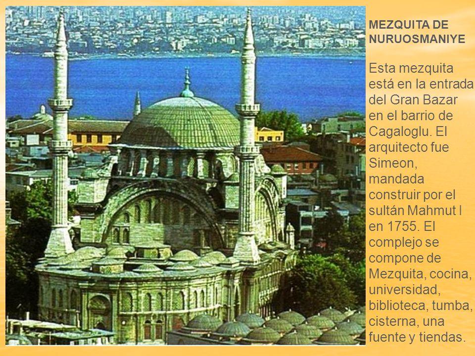 La mezquita de Nusretiye construida en 1823, adopta las formas neobarrocas que representan una europeización de las obras turcas.