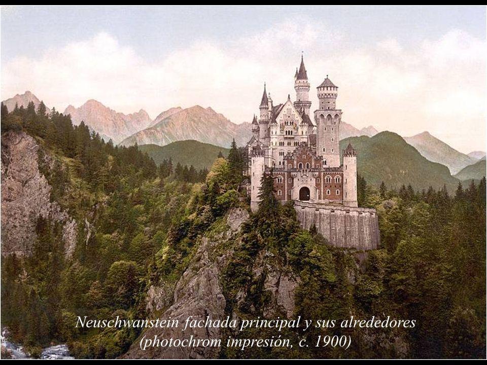 A medida que se sucedieron los fracasos a lo largo de su reinado, Luis II se fue alejando de la capital, Múnich, en que debía residir un número mínimo