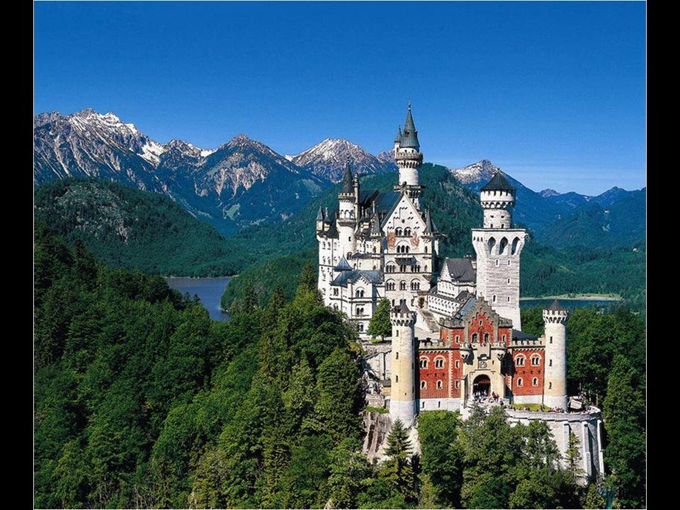 Dos años más tarde, en 1886, cuando la estructura externa del castillo ya estaba muy avanzada, el cuerpo sin vida de Luis II fue hallado en el lago Starnberg.