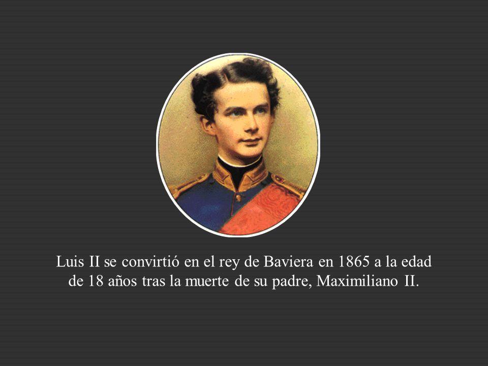 Luis II se convirtió en el rey de Baviera en 1865 a la edad de 18 años tras la muerte de su padre, Maximiliano II.
