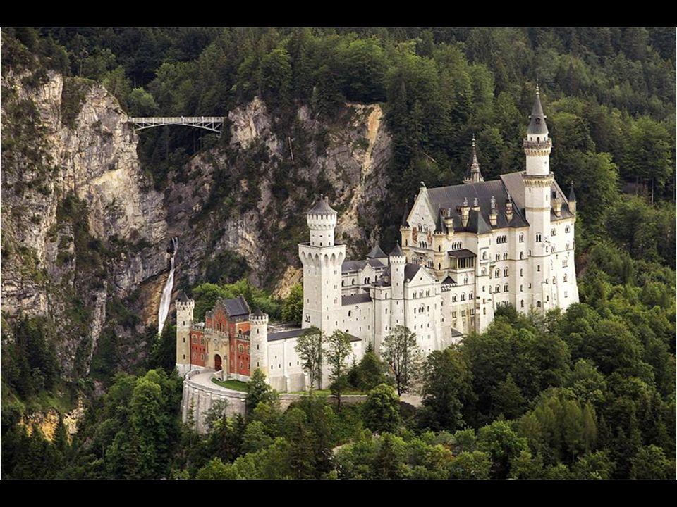 El castillo de Neuschwanstein se construyó en una época en que los castillos y las fortalezas ya no eran necesarios desde el punto de vista estratégic