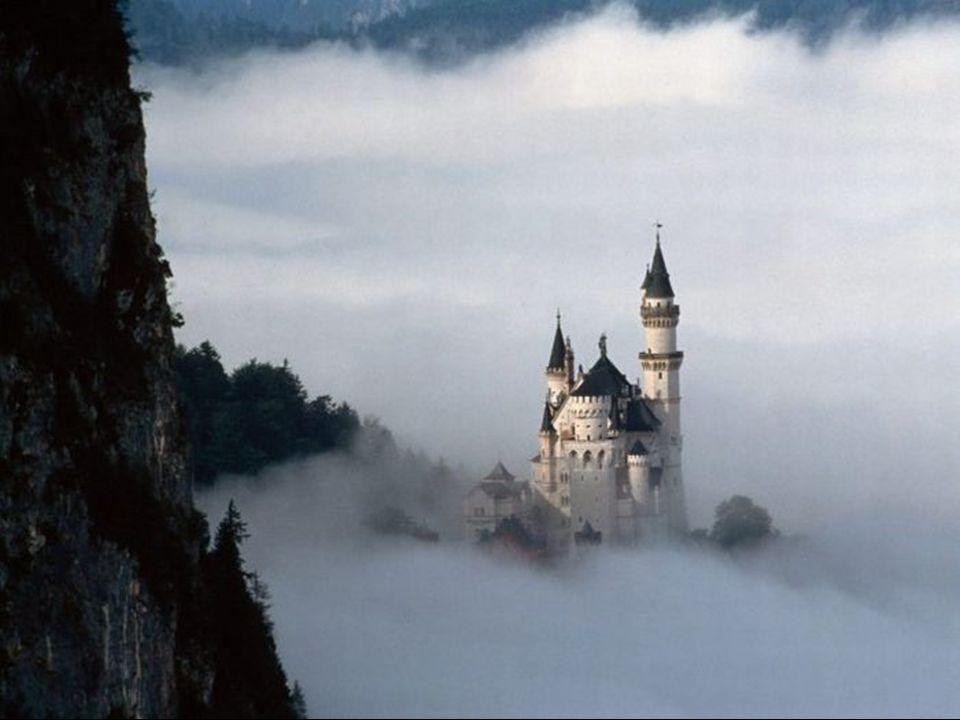 CURIOSIDADES: -Es el monumento más visitado de Alemania y entre los más visitados de Europa.