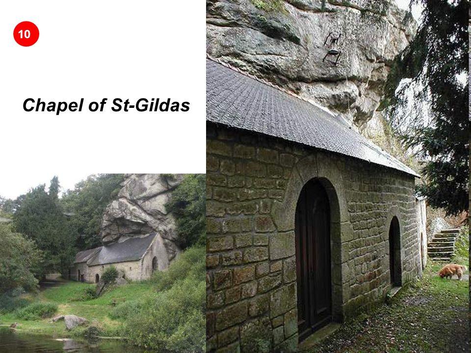 Chapel of St-Gildas: Construida en la base desnuda de un acantilado rocoso.