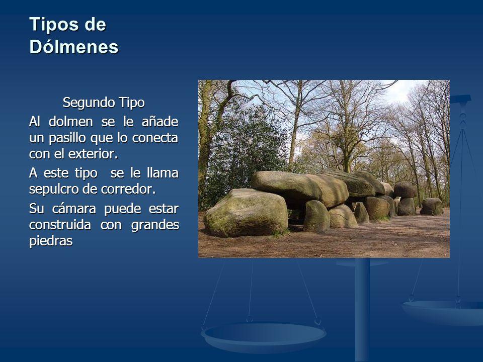 Tipos de Dólmenes Tercer Tipo Un tercer tipo de tumba megalítica es la de galería, en la que el corredor no se diferencia de la cámara, y que a veces cuenta con pilares para sostener las pesadas cubiertas.
