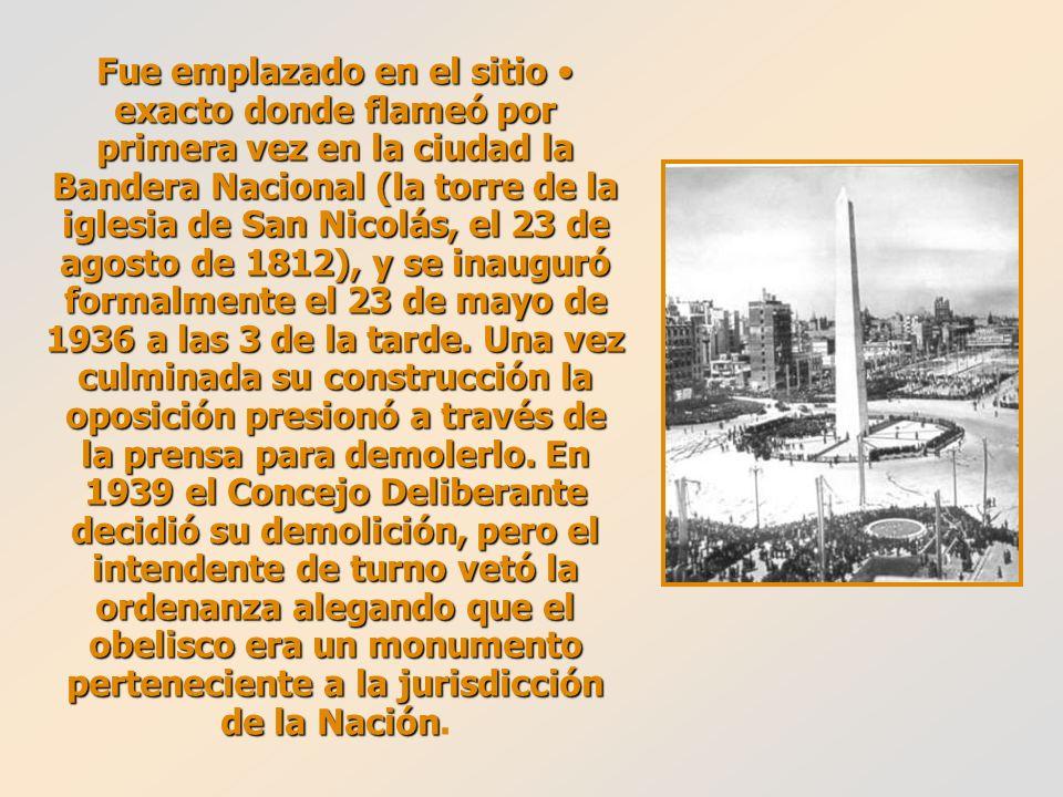 Fue emplazado en el sitio exacto donde flameó por primera vez en la ciudad la Bandera Nacional (la torre de la iglesia de San Nicolás, el 23 de agosto de 1812), y se inauguró formalmente el 23 de mayo de 1936 a las 3 de la tarde.