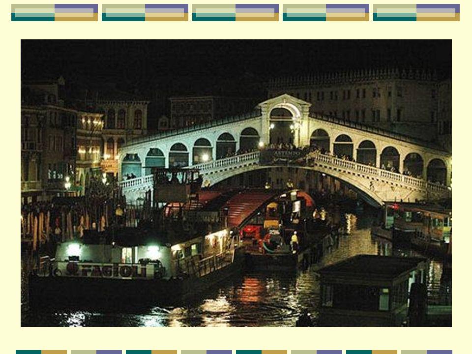 Un quatrième pont pour Venise Un cuarto puente para Venecia Le pont de la Constitution est le quatrième pont sur le Grand Canal de Venise, après le célèbre Rialto (sur la photo suivante) achevé en 1591, la passerelle en bois face au musée de l Académie (qui date de 1932 et rénovée en 1984) et le pont dei Scalzi, près de la gare ferroviaire (1934).