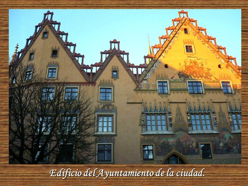 Ulm es una ciudad con calles pintorescas, puentes y pequeños brazos de río sacados del Danubio.
