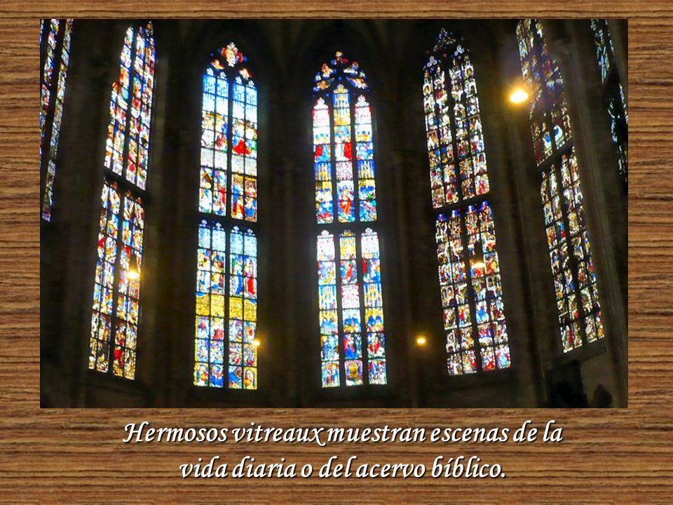 Es una catedral de estilo gótico del siglo XIV que se terminó de construir en el siglo XIX.