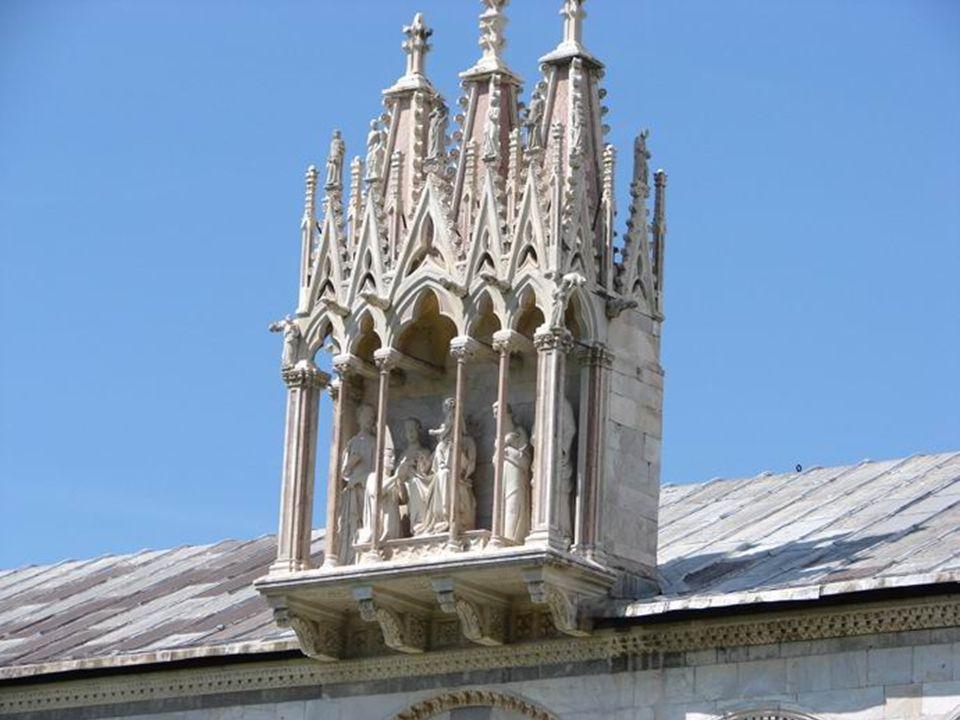 El camposanto Es un cementerio construido a instancias del arzobispo Ubaldo Lanfranchi, al regreso de la cruzada de 1202.