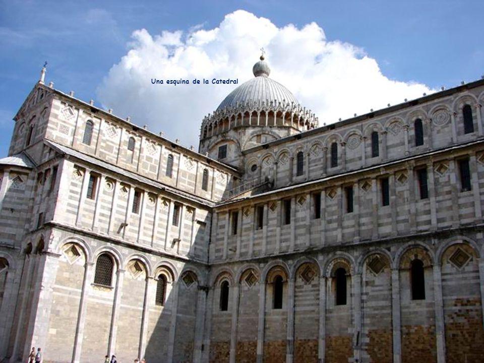 Introducción de una capilla con el escudo de armas de los Medici