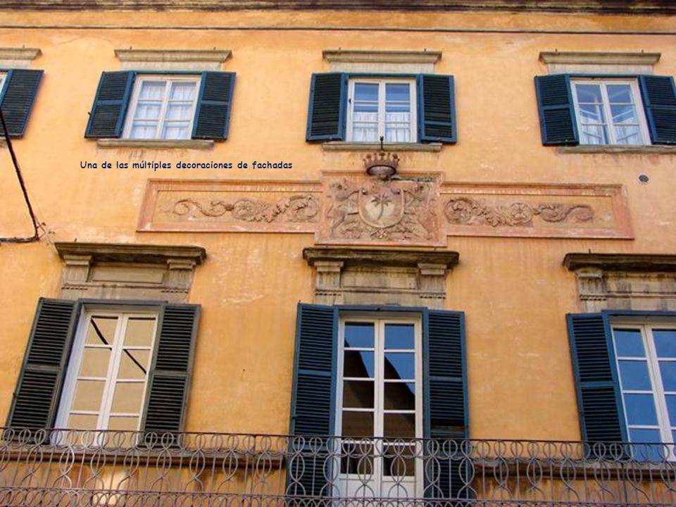 Calle entre el Arno y la plaza (Via Roma)