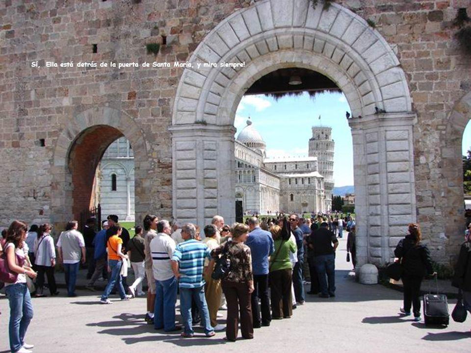 A lo largo del muro los comerciantes nos dan la bienvenida