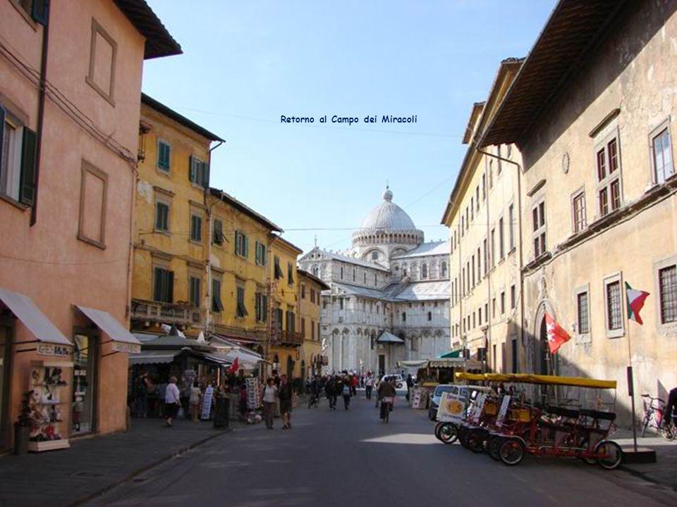 Orillas del Arno con el fondo de otro campanile