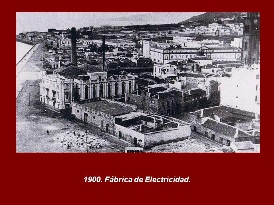 Finales Siglo XIX. Vista parcial del Puerto y de la Ciudad de Santa Cruz de Tenerife