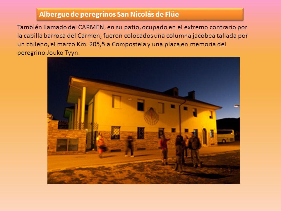 Albergue de peregrinos San Nicolás de Flüe También llamado del CARMEN, en su patio, ocupado en el extremo contrario por la capilla barroca del Carmen, fueron colocados una columna jacobea tallada por un chileno, el marco Km.
