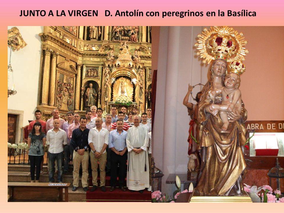JUNTO A LA VIRGEN D. Antolín con peregrinos en la Basílica
