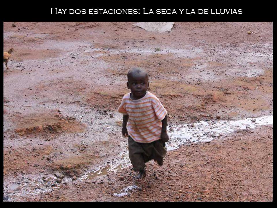 Es uno de los países mas pobres del mundo.No hay electricidad, ni carreteras, ni agua corriente.