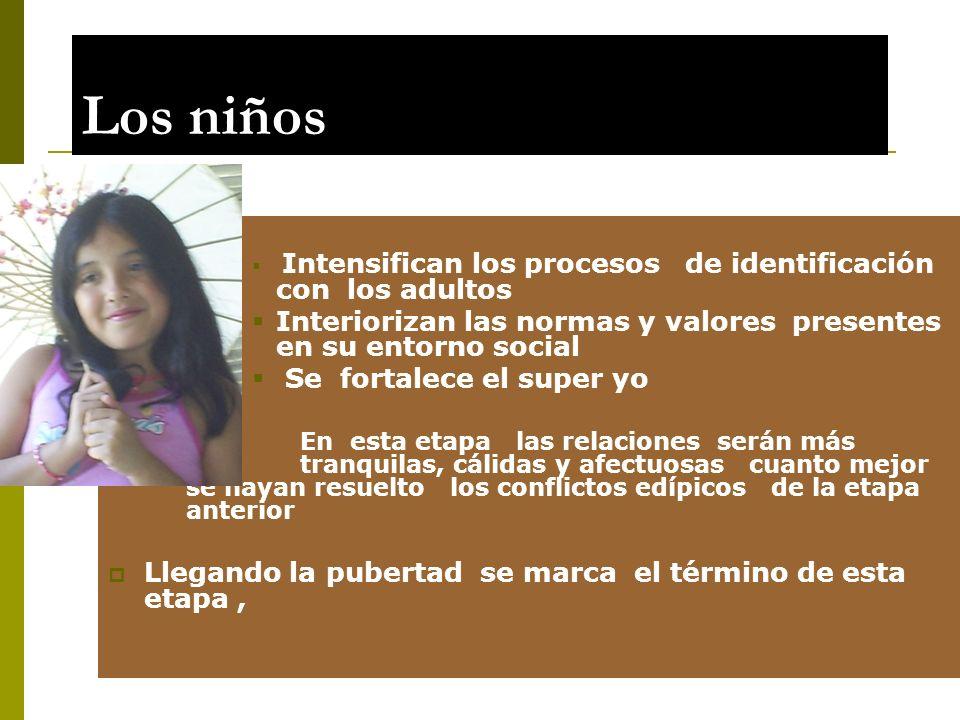 Los niños Intensifican los procesos de identificación con los adultos Interiorizan las normas y valores presentes en su entorno social Se fortalece el