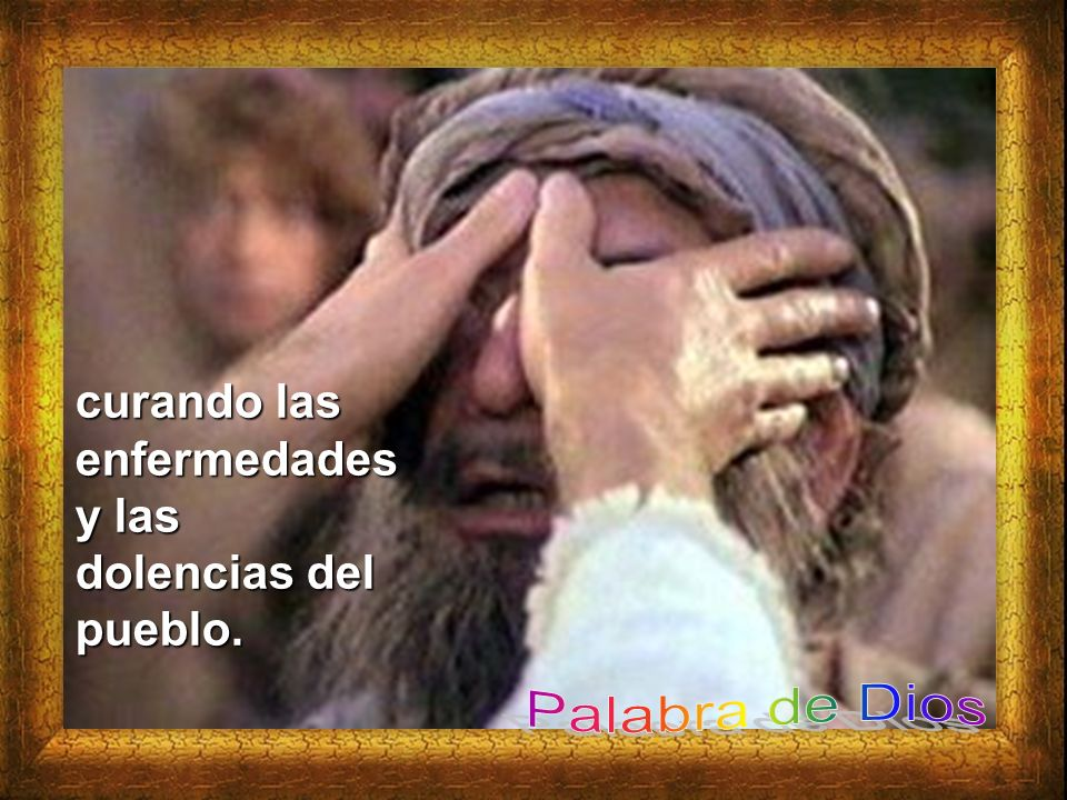 23 Recorría toda Galilea, enseñando en las sinagogas y proclamando el Evangelio del reino,