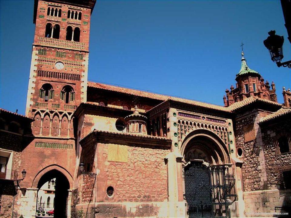 Catedral de Roda de Isabena Construcción siglo XI-siglo XII Estilo arquitectónico Románico El nombre de Roda parece provenir del nombre Arobda, con significación de centinela avanzado.