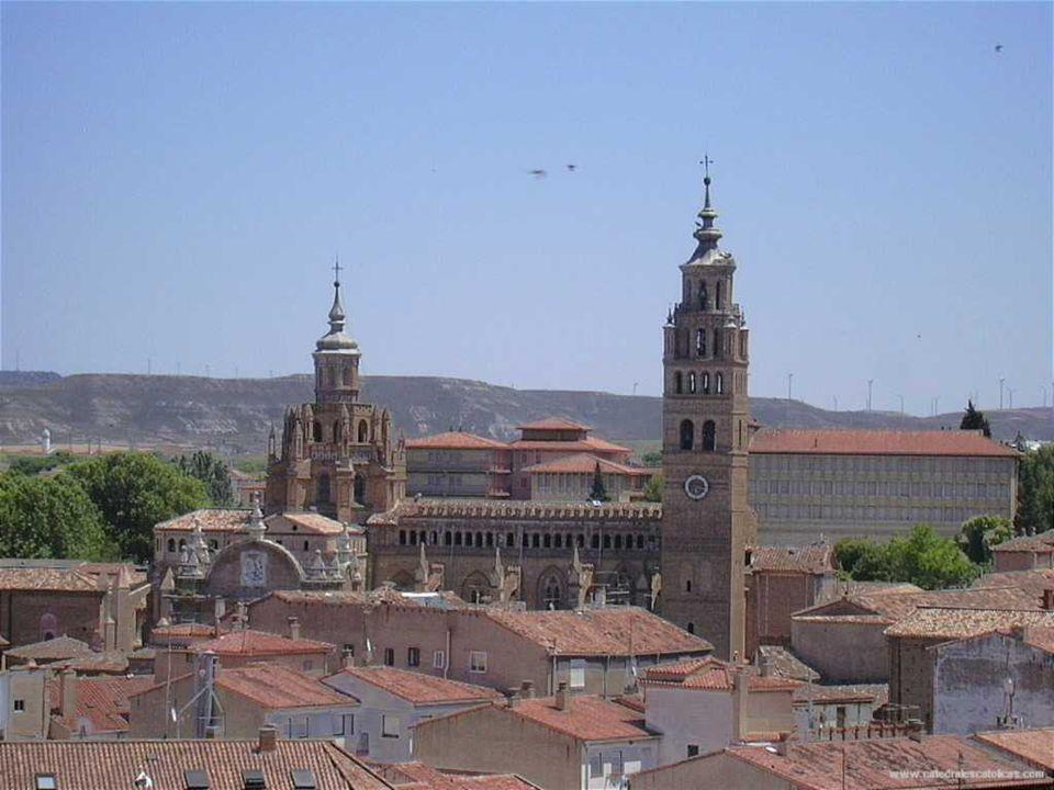 Catedral de Tarazona Construcción 1162-1232 Estilo arquitectónico Gótico, Mudéjar, Renacentista La Catedral de Nuestra Señora de la Huerta de Tarazona (provincia de Zaragoza), de planta gótica, es una de las construcciones más características del mudéjar en España, y una de las escasas catedrales edificadas en este estilo arquitectónico, junto con la de Teruel.El inicio de la erección de la Catedral de Tarazona data de mediados del siglo XII y fue consagrada en 1232 en estilo gótico francés.