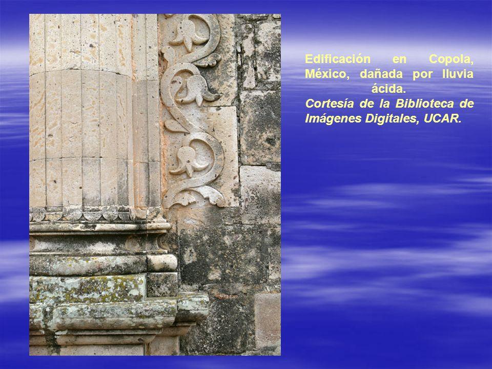 Edificación en Copola, México, dañada por lluvia ácida. Cortesía de la Biblioteca de Imágenes Digitales, UCAR.