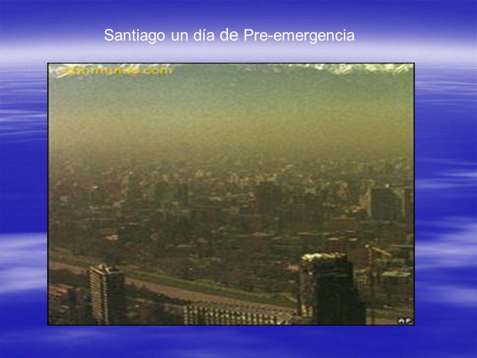 Lluvia Ácida La lluvia se debe principalmente al incremento de las emisiones de óxidos de azufre, que producidas por las industrias, al ponerse en en contacto en el aire, se convierte en gotas de ácido sulfúrico (H 2 SO 4 ), según las siguientes reacciones: La lluvia se debe principalmente al incremento de las emisiones de óxidos de azufre, que producidas por las industrias, al ponerse en en contacto en el aire, se convierte en gotas de ácido sulfúrico (H 2 SO 4 ), según las siguientes reacciones: 2 SO 2 + O 2 2 SO 3 2 SO 3 + H 2 O H 2 SO 4