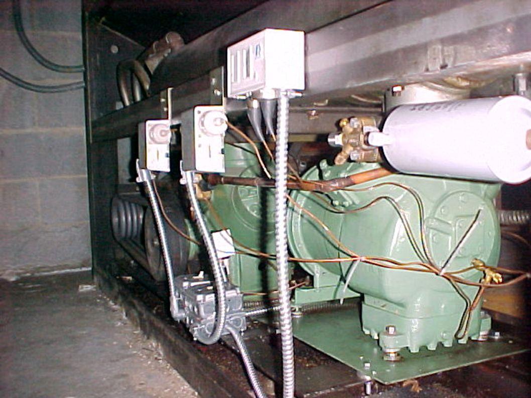 Polea tensora Polea conductora Alternador Compresor de Aire acondicionado