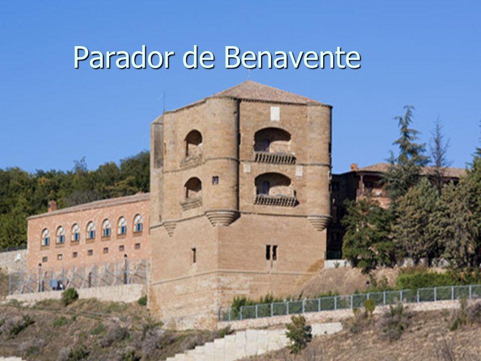 Sede de las Cortes en 1202, de estilo renacentista, fue construido por mandato del Rey Fernando II de León.