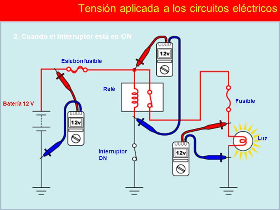 (2/3)(2/3) Verificación de síntomas y preguntas de diagnóstico Tensión aplicada a los circuitos eléctricos Eslabón fusible Batería 12 V Relé Fusible Luz Interruptor ON 2.